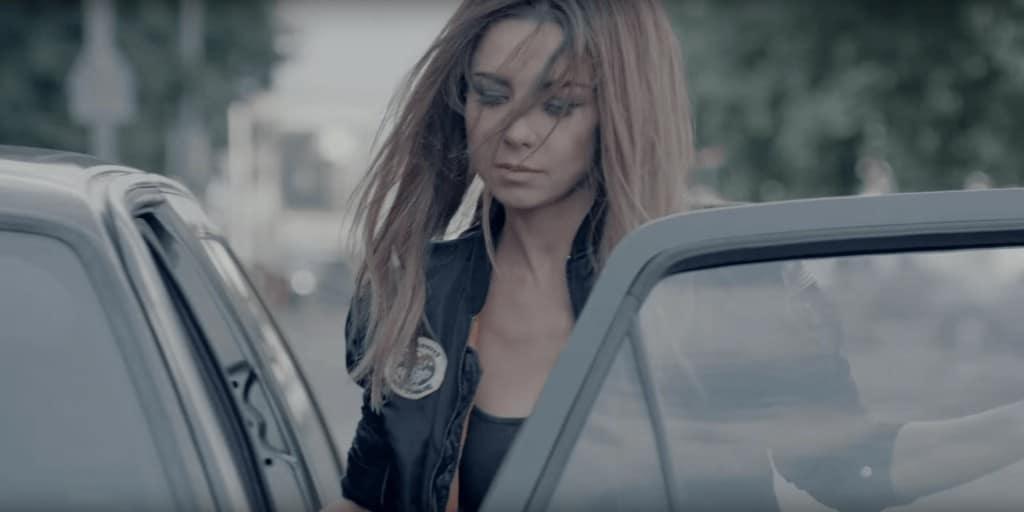 Смысл клипа Анна Плетнева —Сильная девочка