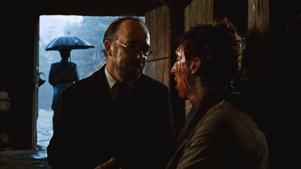 Доктору жалко повстанца, и он делает ему смертельную инъекцию, чтобы прекратить его страдания