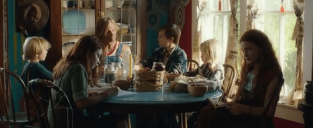 В финале фильма Бен сбривает бороду и селится с детьми в обычном доме