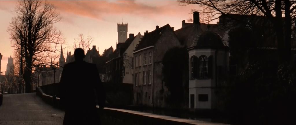 Гарри, персонаж Рейфа Файнса, вписался в атмосферу Брюгге на удивление гармонично