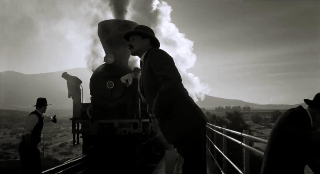 Черно-белые кадры в начале фильма рассказывают, после чего Рой Уокер оказался в больнице