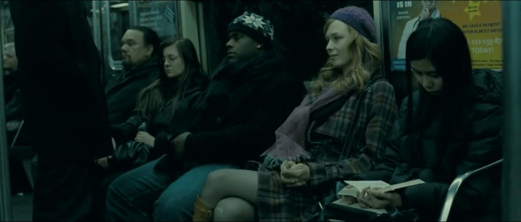 В начале фильма главный герой видит в метро милую девушку в скромной одежде